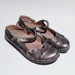 Naot Size 10 Bronze Sandals Shoes
